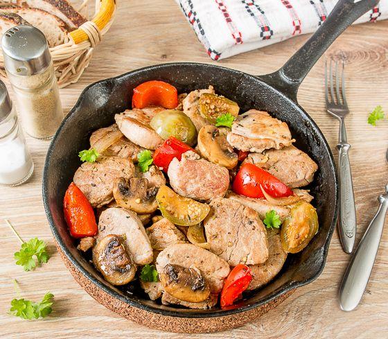 Жареная свиная вырезка с овощами
