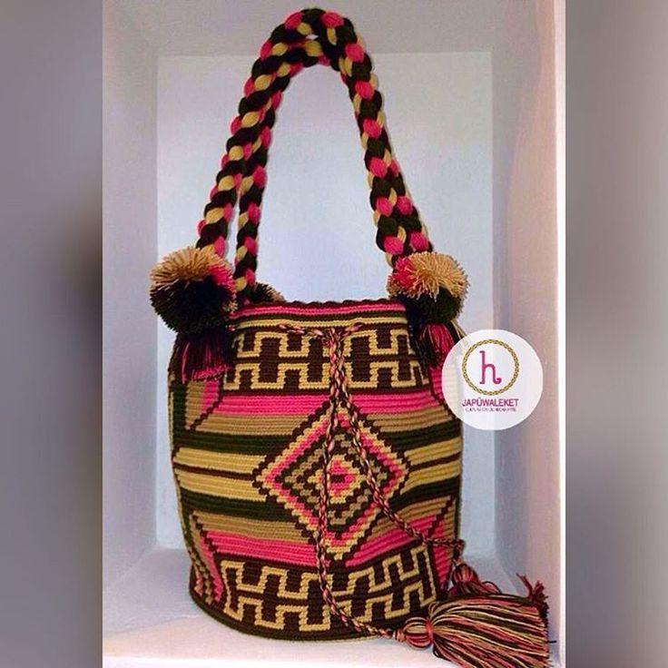 4 отметок «Нравится», 1 комментариев — Amadera's Bags (@amaderasbags) в Instagram: «Kattoui - mochila estilo bolso con borlas #japuwaleket #handmade #colombia #ipuana #culturawayuu…»