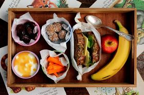 petite kitchen: what's in my kids lunchbox?