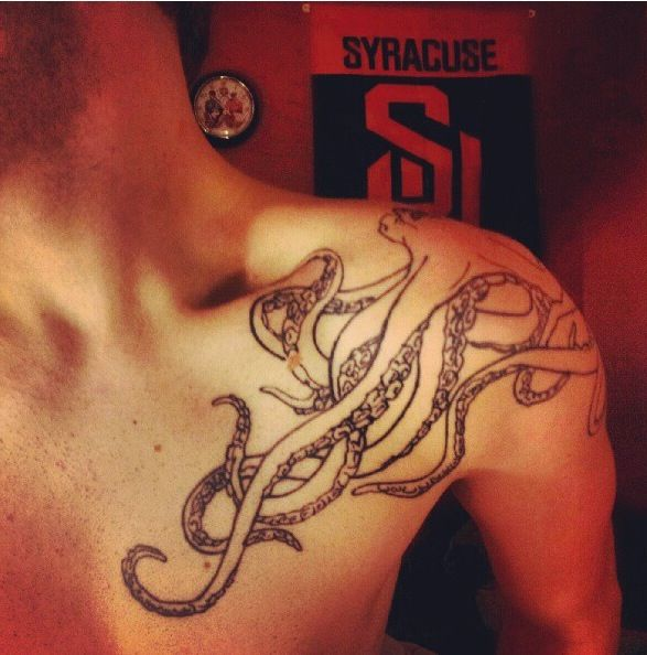 Octopus Tattoo. I want one over my shoulder like that