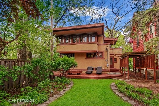 Frank Lloyd Wright's Laura Gale House returns asking $1.075M - Curbed Chicagoclockmenumore-arrownoyes : The large Prairie School home comes back to the market with a small price reduction