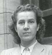 Gertraudl Humps Junge was born in Munich on March 16 , 1920 and died in Berlin on 12 February 2002. Born Gertraud Humps, was one of the personal secretaries of Adolf Hitler , leader of the Third Reich .