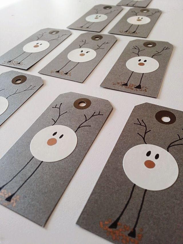 """Julerierne er i fuld gang hos mig, ideerne står i kø for at komme ud. Jeg synes disse til og fra kort er så super søde ogbørn kan sagtens lave dem også. Jeg lagde """"fremgangsmåden"""" frem ogpigerne lave"""