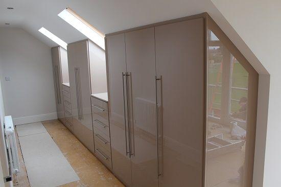 Шкафы для устройства гардеробной на мансарде