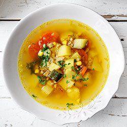 Zupa z cukinią, kukurydzą i ziemniakami | Kwestia Smaku