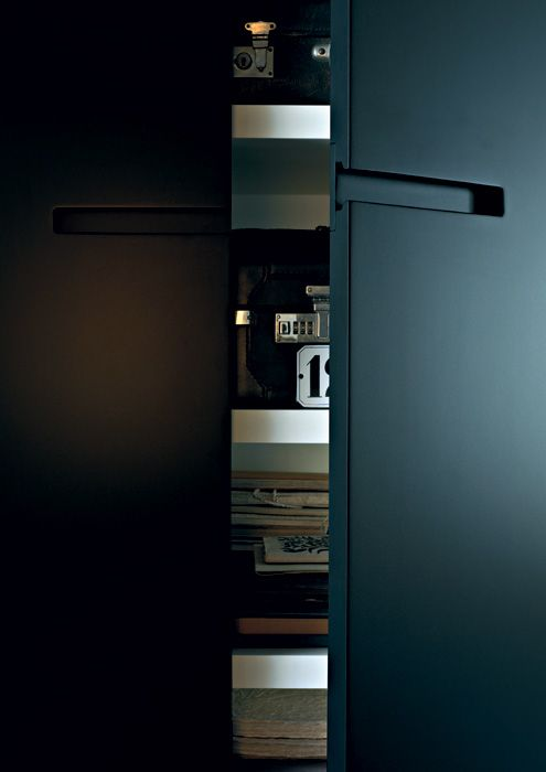 LEMA   An essential surface matched to the handle embedded in the door characterise the  ELEGANT closet by Officinadesign Lema. The background can be lacquered tone-on-tone, with contrast colour or in Carbon oak. A highly customizable closet that can be adapted in height, width and depth. Also available for corner elements.