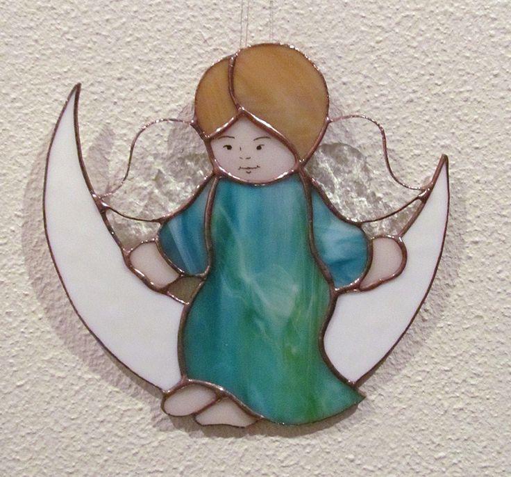 ANGE SUR LUNE Vitrail Tiffany Artisanal CHAMBRE BÉBÉ ENFANT : Décoration pour enfants par magie-du-vitrail