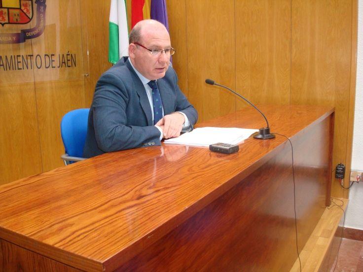 El ayuntamiento señala que es la Junta la competente en materia de pubs y bares
