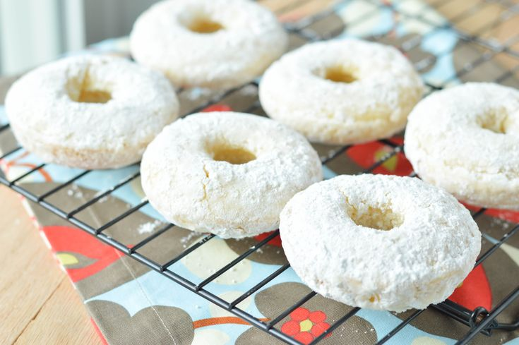 Powdered Donuts {Macaroni and Cheesecake}