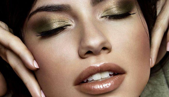 Вечерний макияж глаз с эффектом металлик: мастер-класс от визажиста