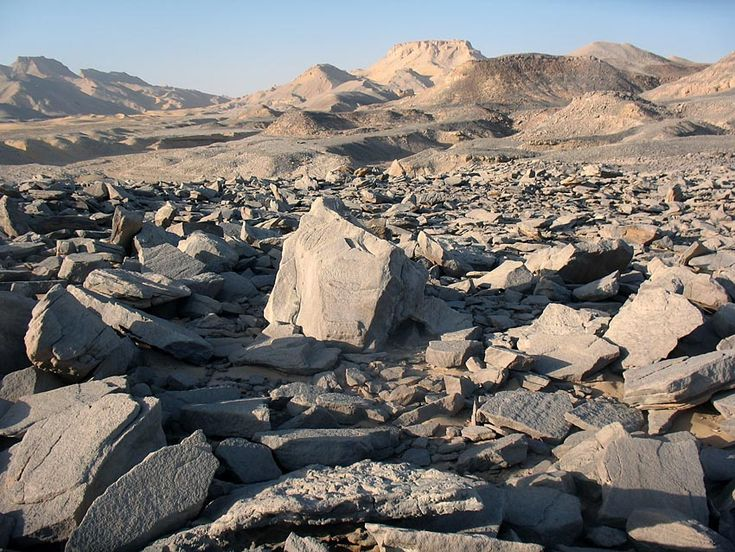 A grinding stone quarry at the north scarp of the Kharga Oasis in the Egyptian Sahara. Discovered by tracing flint hammerstones. Photo: Per Storemyr