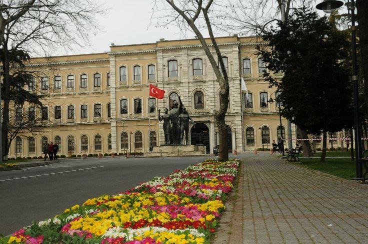 İstanbul Üniversitesi - Beyazıt Kampüsü Merkez Bahçe