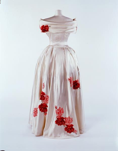 Silk satin couture evening dress, 1948  Designed by Norman Hartnell