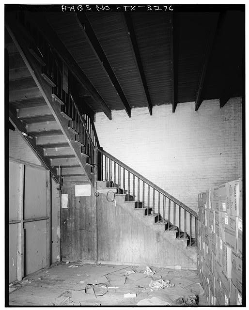 10.  Historic American Buildings Survey, Bill Engdahl for Hedrich-Blessing, Photographers, February, 1979 STAIRWAY. - El Globo Nuevo, 1502 East Madison Street, Brownsville, Cameron County, TX