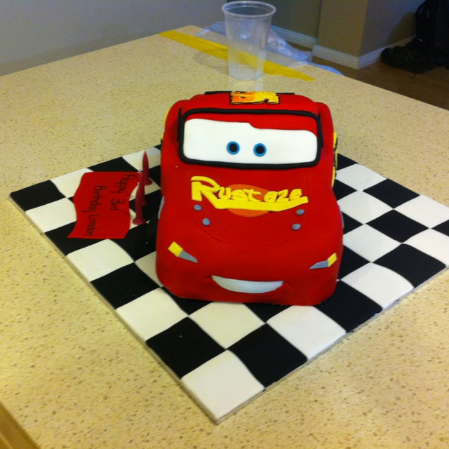 Mcqueen Car Cake Decoration : 19 best images about Cake decorating - Lighting McQueen on ...