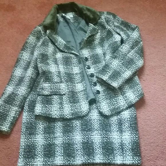 Green and white skirt suit Fully lined winter skirt suit, dry clean only, worn once Newport News Skirts Skirt Sets