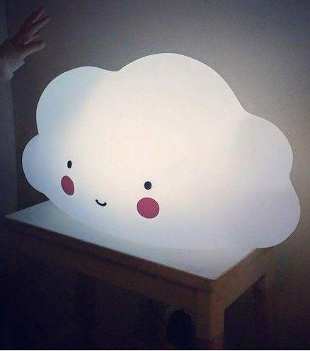 Achetez la grande veilleuse nuage sur lavantgardiste, et gardez la tête dans les nuages.