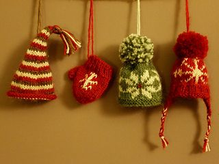 Super cute mini mit and hats, perfect little accessories do decorate your tree or hang together as garland, enjoy xx