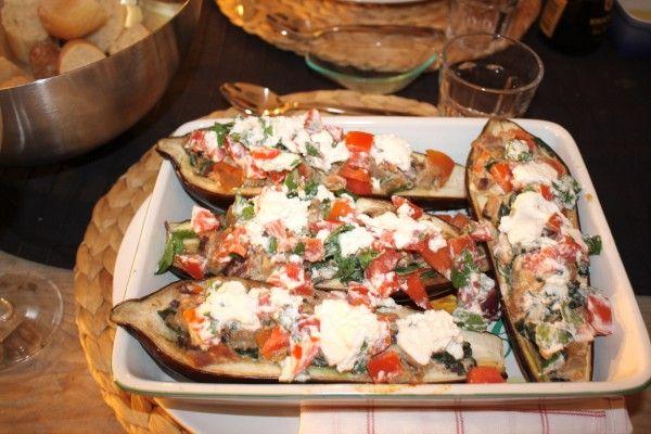 Aubergine gevuld met tomaat, ui, munt en ricotta