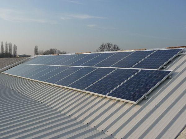 Copertura bonificata ed impianto fotovoltaico su tetto.