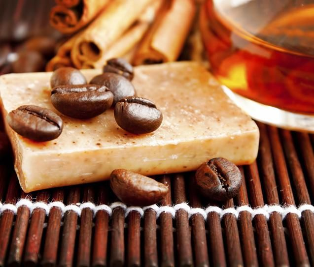 Cosméticos caseiros: 3 receitas incríveis com café para pele e cabelo - Bolsa de Mulher
