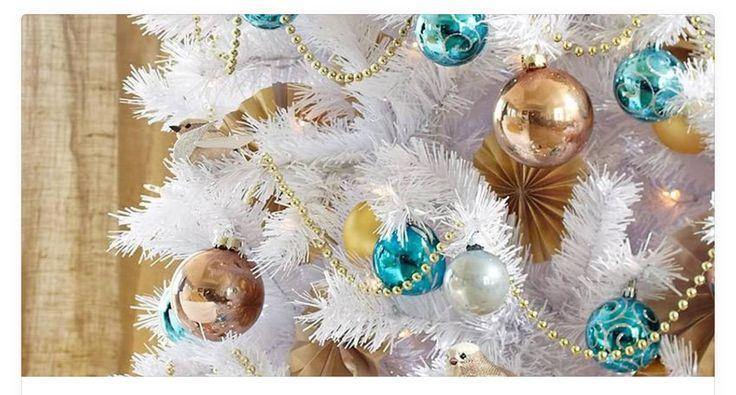 De Haverstraatpassage versiert met Witte Kerstbomen in feestmaand - Winter Wonderland krijgt wit tintje - Enschede