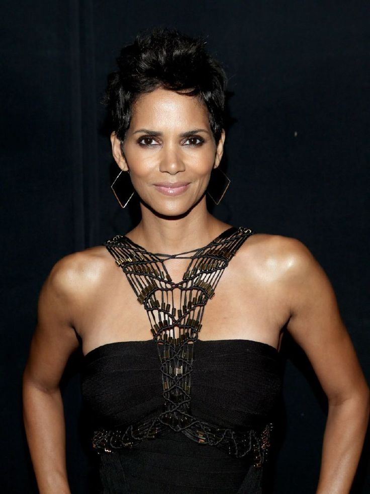 Halle Barry gorgeous!