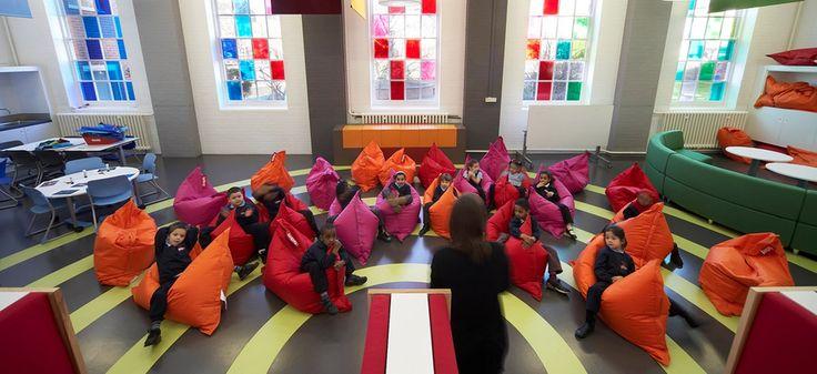 La salle de classe idéale existe: elle est équipée de rocking chairs «Space for Personalised Learning», du designer d'espaces et de mobilier Gavin Hughes. DR