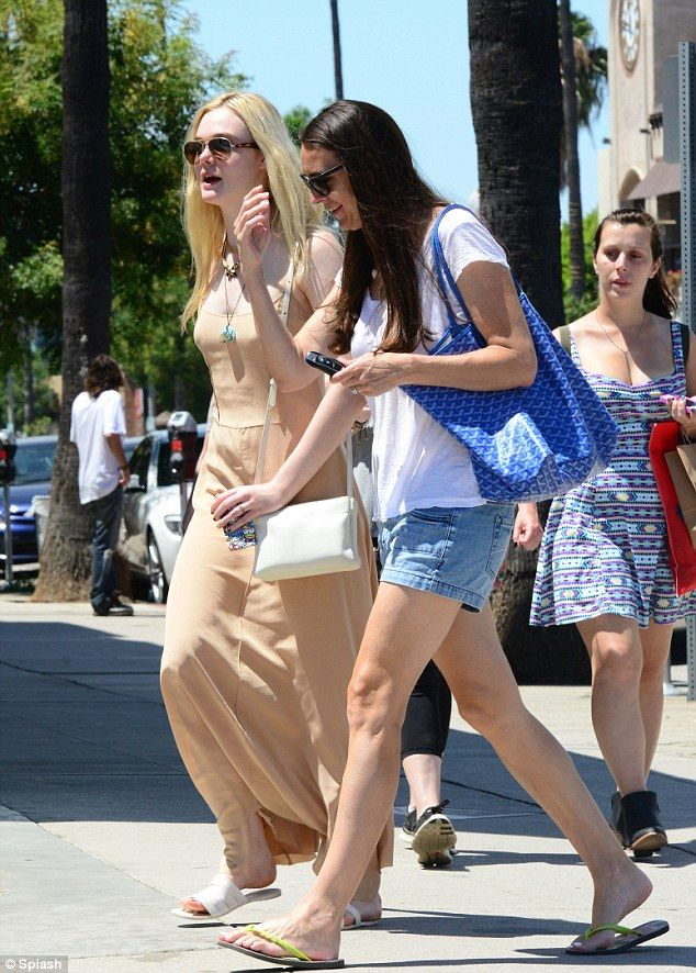 elle fanning back to school mom | Back to school time: Like teens everywhere Elle will be putting the ...