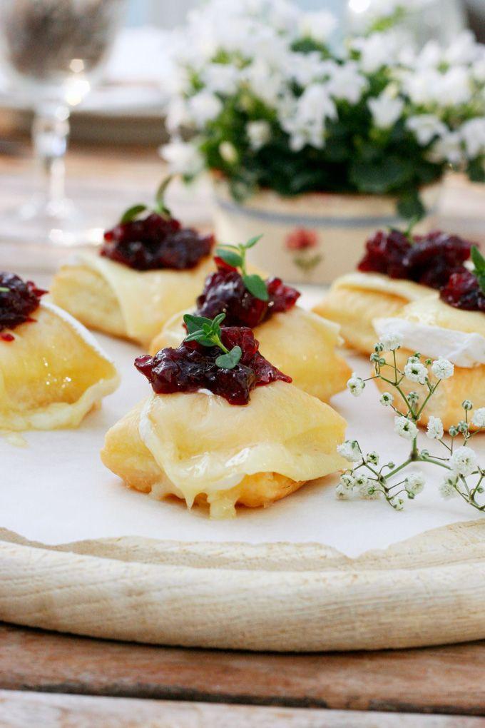Luftige Blätterteigwölkchen mit Géramont und Preiselbeer-Chutney #Géramont #Glückskäse