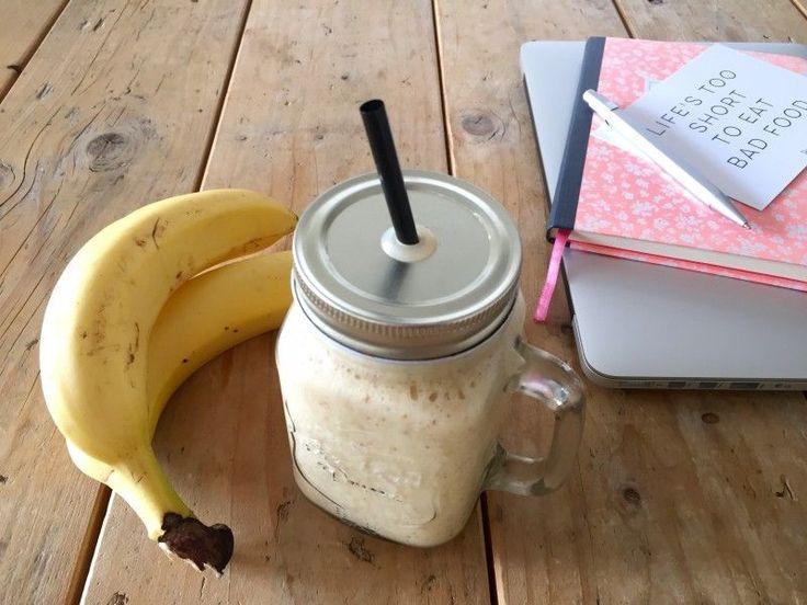 Yeah we zijn begonnen met de 30 dagen voeljefit challenge. Het thema is ontbijt. Ik start deze eerste dag met een mango ontbijtsmoothie.
