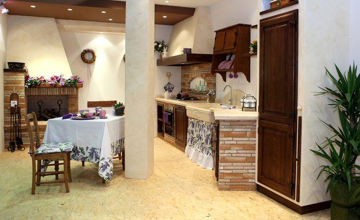 Oltre 25 fantastiche idee su caminetti cucina su pinterest - Cucina rustica con camino ...