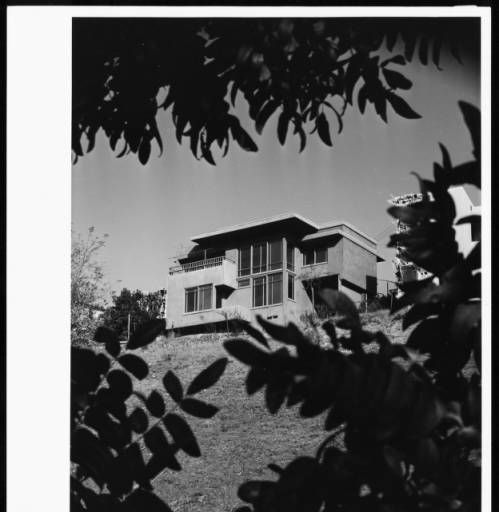 Exterior view of the Goodwin House, Los Angeles, 1940 :: Library Exhibits Collection
