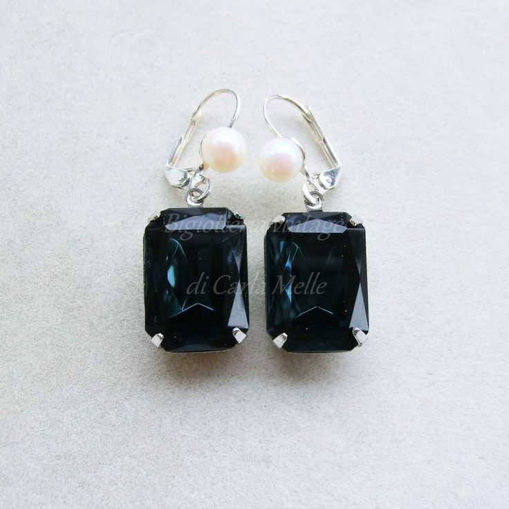 Orecchini con perle e grandi cristalli blu zaffiro