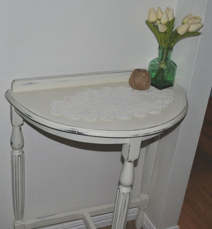 Beautiful upcycled provincial styled entry or hall table. $60 comment to make an inquiry #provincialtreasures