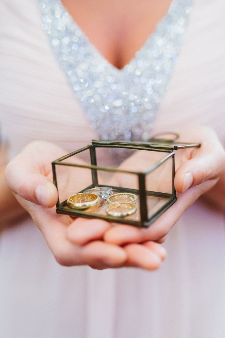 Glass ring box, ringbearer, wedding ring case of glass. Bridesmaid is carrying the wedding rings in a beautiful box made of glass.