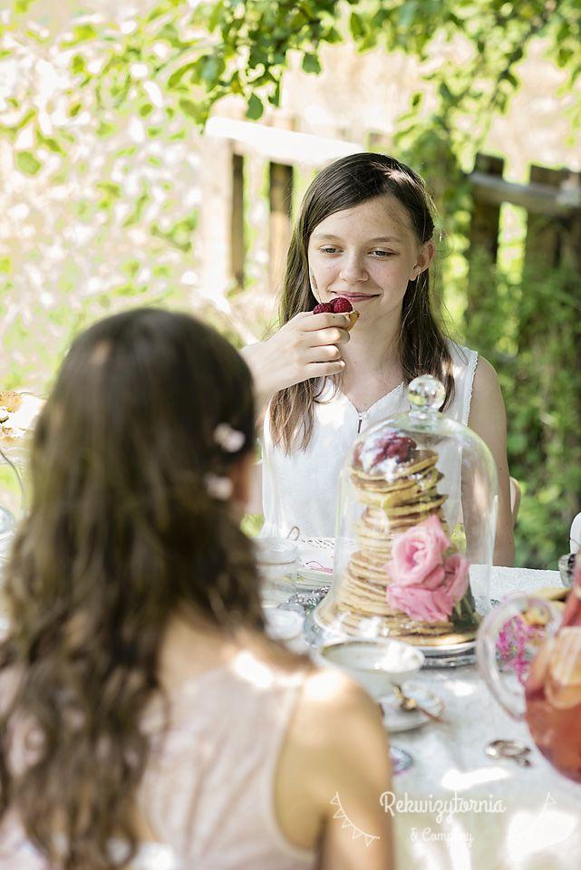 Podwieczorek w stylu vintage w upalne letnie popołudnie. #rekwizytorniaandcompany #wesele #urodziny #dekoracje #vintagewedding #trójmiasto