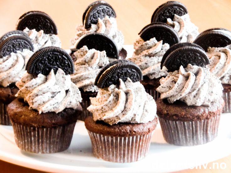 """Sol og helg - kan det blir bedre, dere? Vil du lage litt ekstra deilig helgekos, kan jeg anbefale disse herlige """"Sjokoladecupcakes med Oreokrem"""". Mmm.. Oppskriften gir 12 stk."""