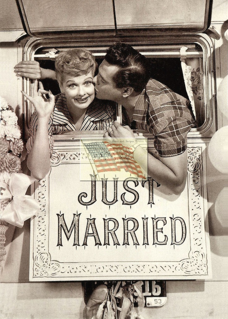 DIBSSSS! I SO CALL TAKING A PICTURE LIKE THIS ON MY WEDDING DAY! no one steal my idea!!!.....GGGRRRRR!