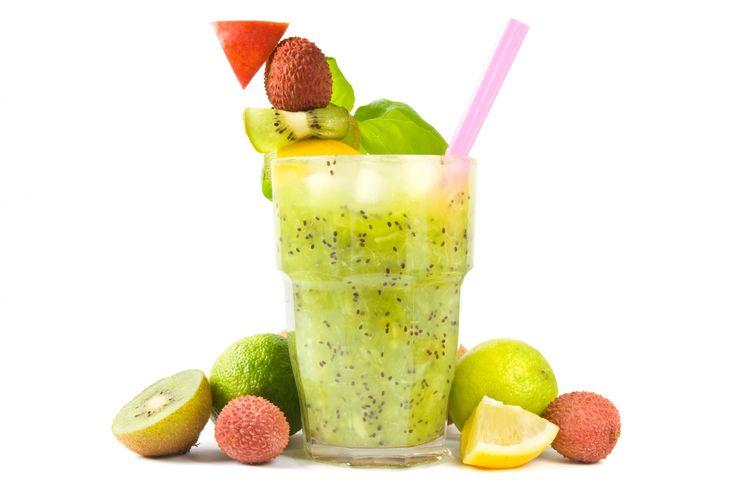 Te recomendamos una lista de bebidas llenas de proteínas para deportistas y la dieta que llevas - Recetas de bebidas http://blog.kiwilimon.com/2014/07/10-bebidas-llenas-de-proteinas-para-deportistas/