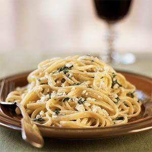Linguine and Spinach with Gorgonzola Sauce - This is just delightful! I added a bit more gorgonzola (and used Penne in lieu of linguine)...I am in love!