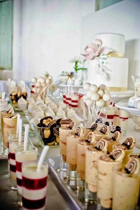 Esto es una cuestión de cantidades, la cantidad de dulces que necesito y las variedades tanto si es para una mesa de dulces de una fiesta sencilla en casa como si se trata deuna boda para mas de 1…