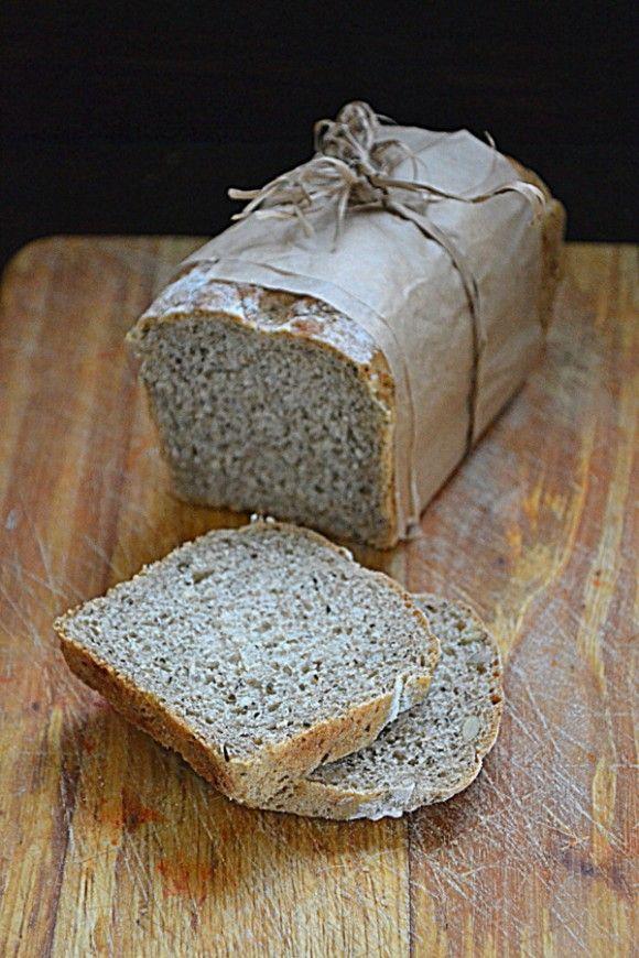 Chleb na zakwasie z mąką owsianą i pokrzywą
