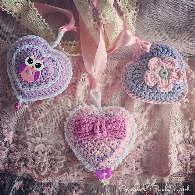 Nu finns den svenska översättningen av Karin aan de haak's mönster på dessa söta hjärtan i min blogg! BautaWitch.se Välkommen!  #virka #virkat #diy #bautawitch #karinaandehaak #hjärta #heart #crochet #allahjärtansdag #valentinesday