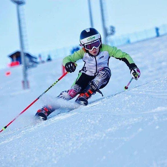 """Mi piace"": 730, commenti: 3 - Tecnica Ski Boots (@tecnicaskiboots) su Instagram: """"No gates, no times to beat ... just me against myself"" —@laracolturiofficial #tecnicaskiboots…"""