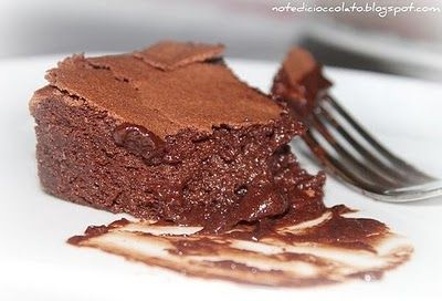 Ecco a voi la torta tenerina Bimby un'ottima ricetta, facile, veloce e soprattutto buonissima.La faccio sempre per i compleanni e se sono ospite da qualche amica