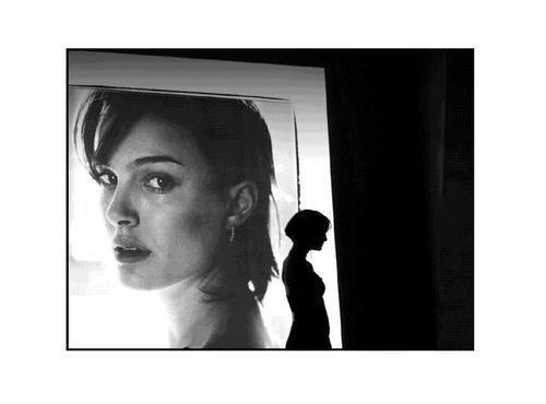 Natalie Portman in Closer with shoulder-length bob.