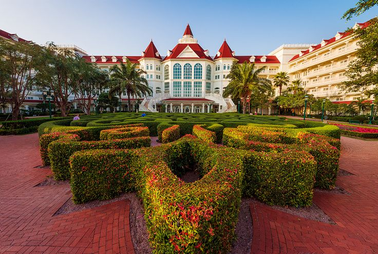 This Hong Kong Disneyland Hotel review details the flagship Disney hotel at Hong Kong Disneyland, which is styled after the Grand Floridian Resort & Sp