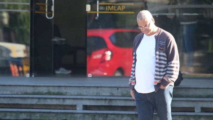 """""""É muita dor. Não consigo nem falar direito"""". As frases emocionadas foram ditas pelo comerciante Paulo Roberto Pires da Rocha, de 61 anos. Pai do tenente do..."""