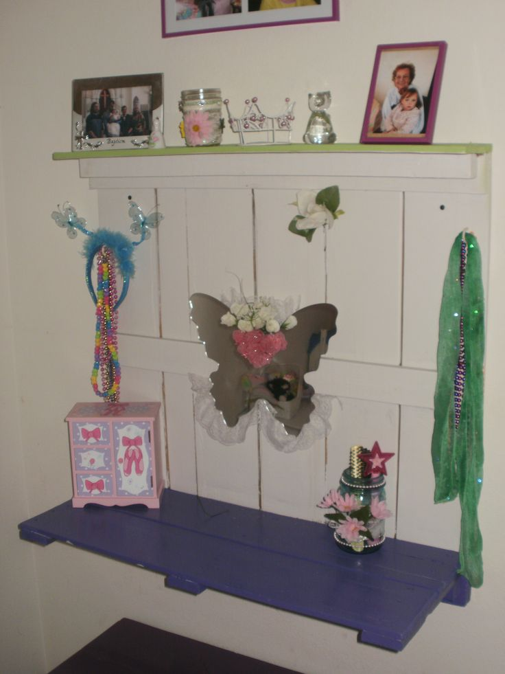 diy vanity for little girl. Little Girls DIY Pallet Vanity 40 best Furniture images on Pinterest  furniture
